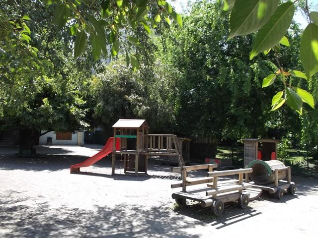 Cour de l'école internationale Le Petit Monde à Lyon